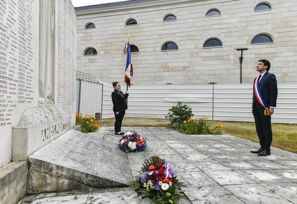 Cérémonie des 75 ans de  l'armistice du 8 Mai 1945 en présence de M. Le Maire et M. le Prefet.