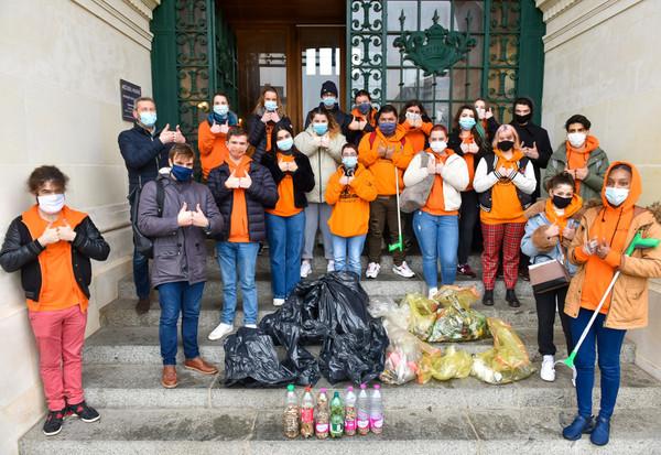 Des jeunes engagés pour la propreté de la ville