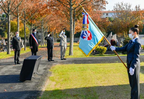 Ceremonie du 11 Novembre au cimetiere des Sablieres pendant la periode du second confinement due a la COVID