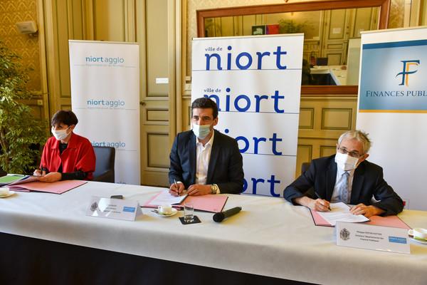 Signature convention ville agglo et direction départementale des finances publiques