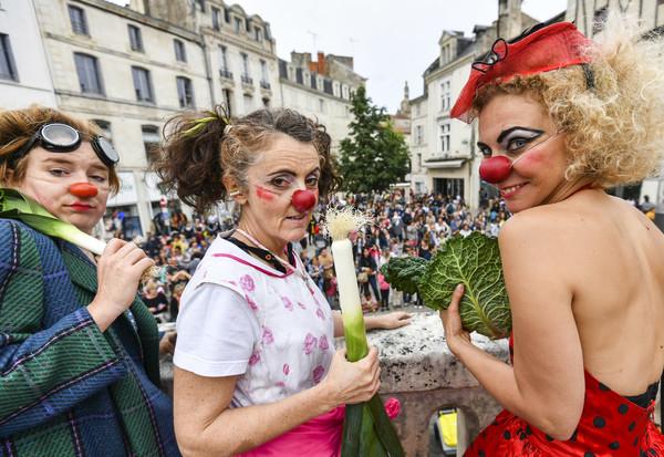 Parade du Tres grand conseil mondial des clowns organise par la CIE les Matapestes