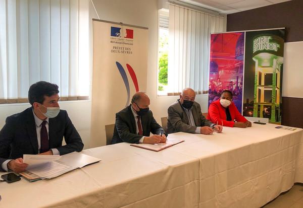 La signature de recrutement d'un nouveau poste d'adulte relais s'est déroulée ce mardi 18 mai à la mairie de quartier du Clou-Bouchet.