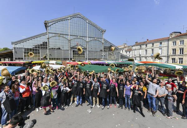 Reportage d'une équipe de TF1 journal de 13 h pour le concours du plus beau marché de France dont Niort est le plus beau du Poitou Charentes. 24 Marchés de France sont en lice.
